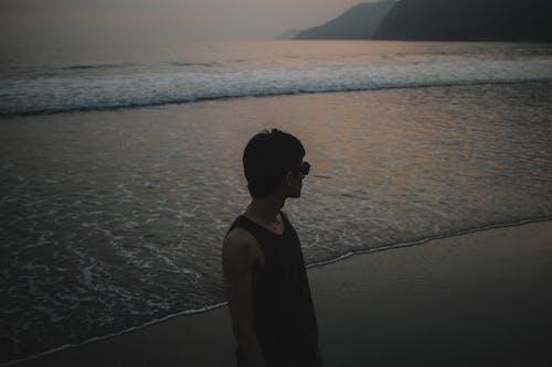 Δωρεάν στοκ φωτογραφιών με ακτογραμμή, αλατόνερο, αμάνικο μπλουζάκι, άμμος