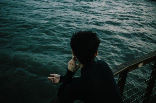 Foto stok gratis air, belakang, laki-laki, laut