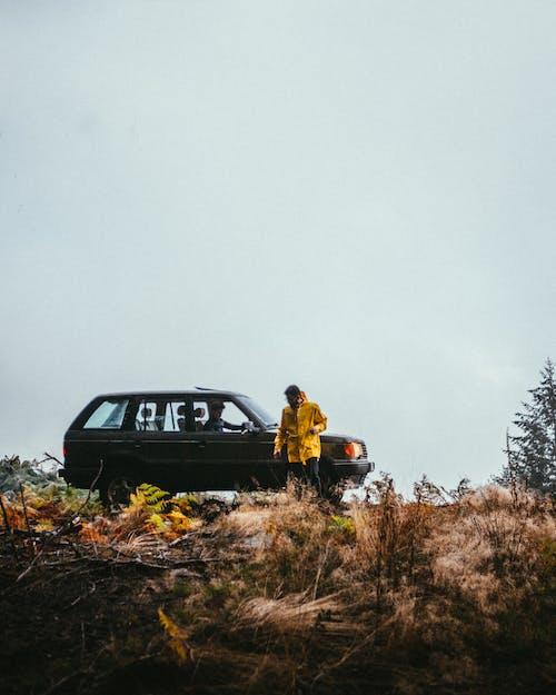 Бесплатное стоковое фото с автомобиль, внедорожник, мужчина, пейзаж