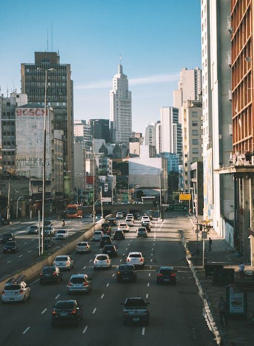 Základová fotografie zdarma na téma architektura, auta, budovy, centrum města