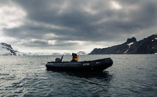 Fotos de stock gratuitas de agua, aguas calmadas, bahía, barca