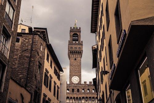 クロックタワー, 教会, 教会の建物の無料の写真素材