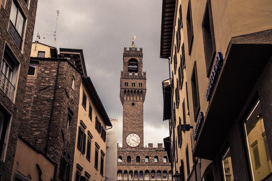 Iglesia, torre del reloj