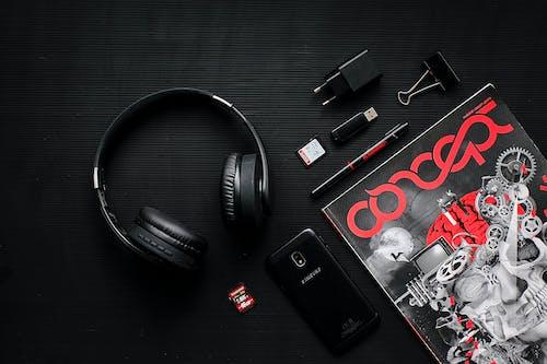 Fotos de stock gratuitas de auricular, auriculares, clip de papel, fotografía de producto