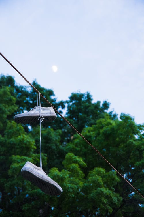 Darmowe zdjęcie z galerii z #buty, #księżyc, #miejski, #mobilechallenge