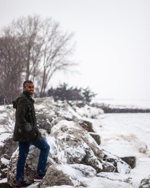 Бесплатное стоковое фото с бий, зима, иллинойс, мужчина