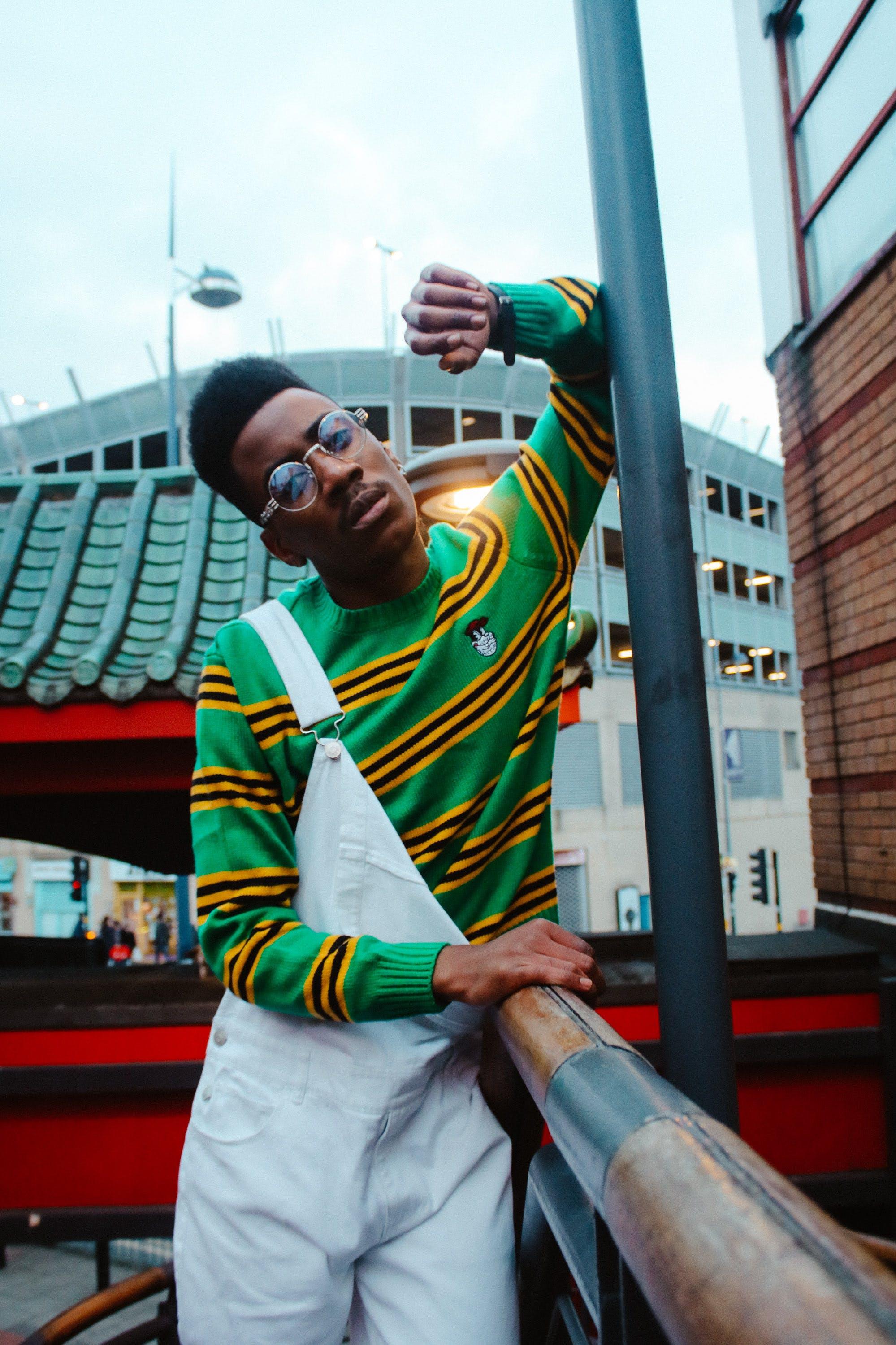 Kostenloses Stock Foto zu afrikanischer mann, brille, erwachsener, fashion