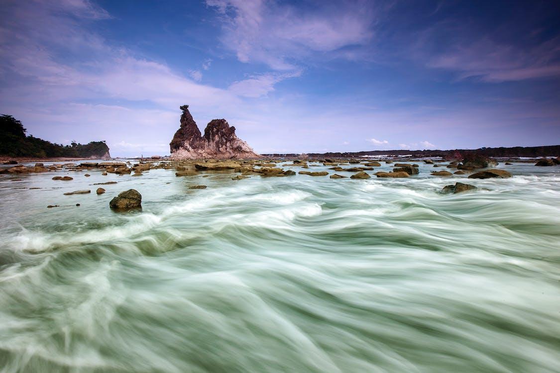 берег моря, вода, камені