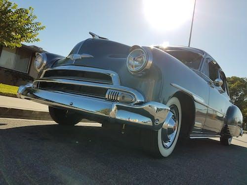 Безкоштовне стокове фото на тему «класичний автомобіль, синій, фари»