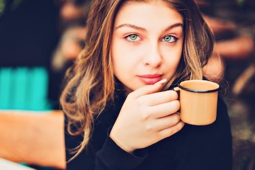 Gratis lagerfoto af kaffemaskine, koffein, mode, portræt