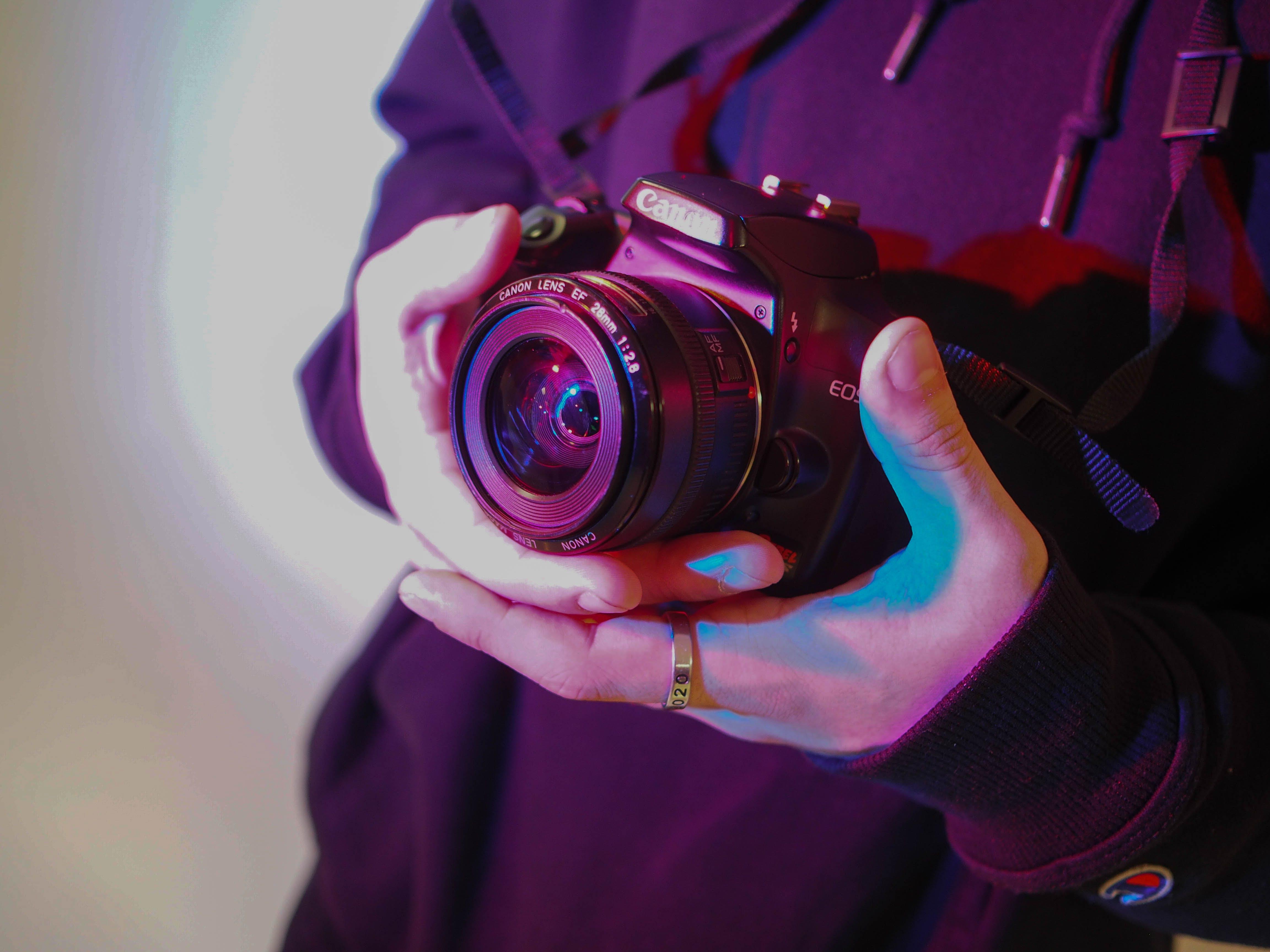 Foto profissional grátis de azul, câmera, dslr, fotografia