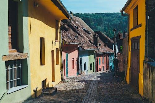 Δωρεάν στοκ φωτογραφιών με αρχιτεκτονική, αστικός, δρόμος, θύρα