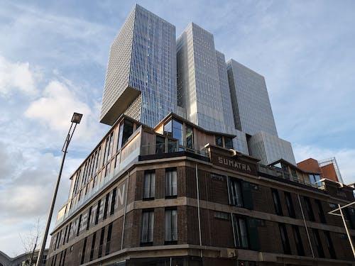 Fotos de stock gratuitas de arquitectura moderna, cielo azul, cielo limpio, ciudad