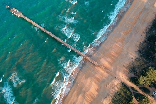 Foto d'estoc gratuïta de de fusta, de sorra, foto aèria, foto des d'un dron