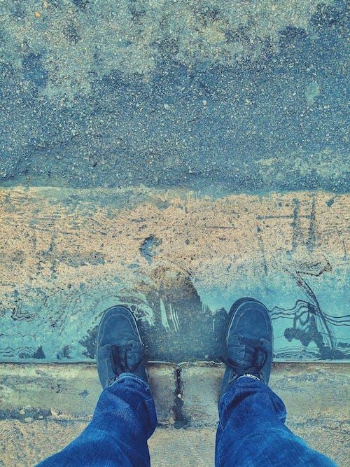 Immagine gratuita di acqua, calzature, marciapiede, pozzanghera