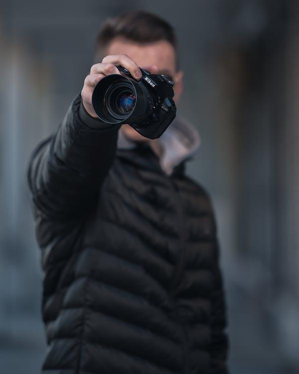 fotoaparát nikon, fotograf, na výšku