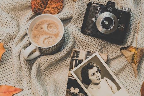 Imagine de stoc gratuită din aparat de fotografiat, aparat de fotografiat vechi, cafea, cană