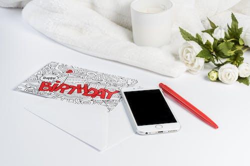 Základová fotografie zdarma na téma blahopřání, chytrý telefon, karta, pero