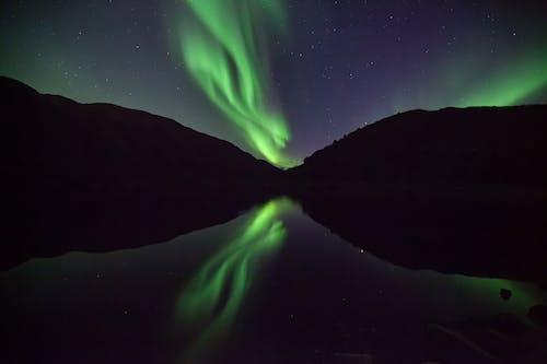Бесплатное стоковое фото с отражение, природа, река, Северное сияние