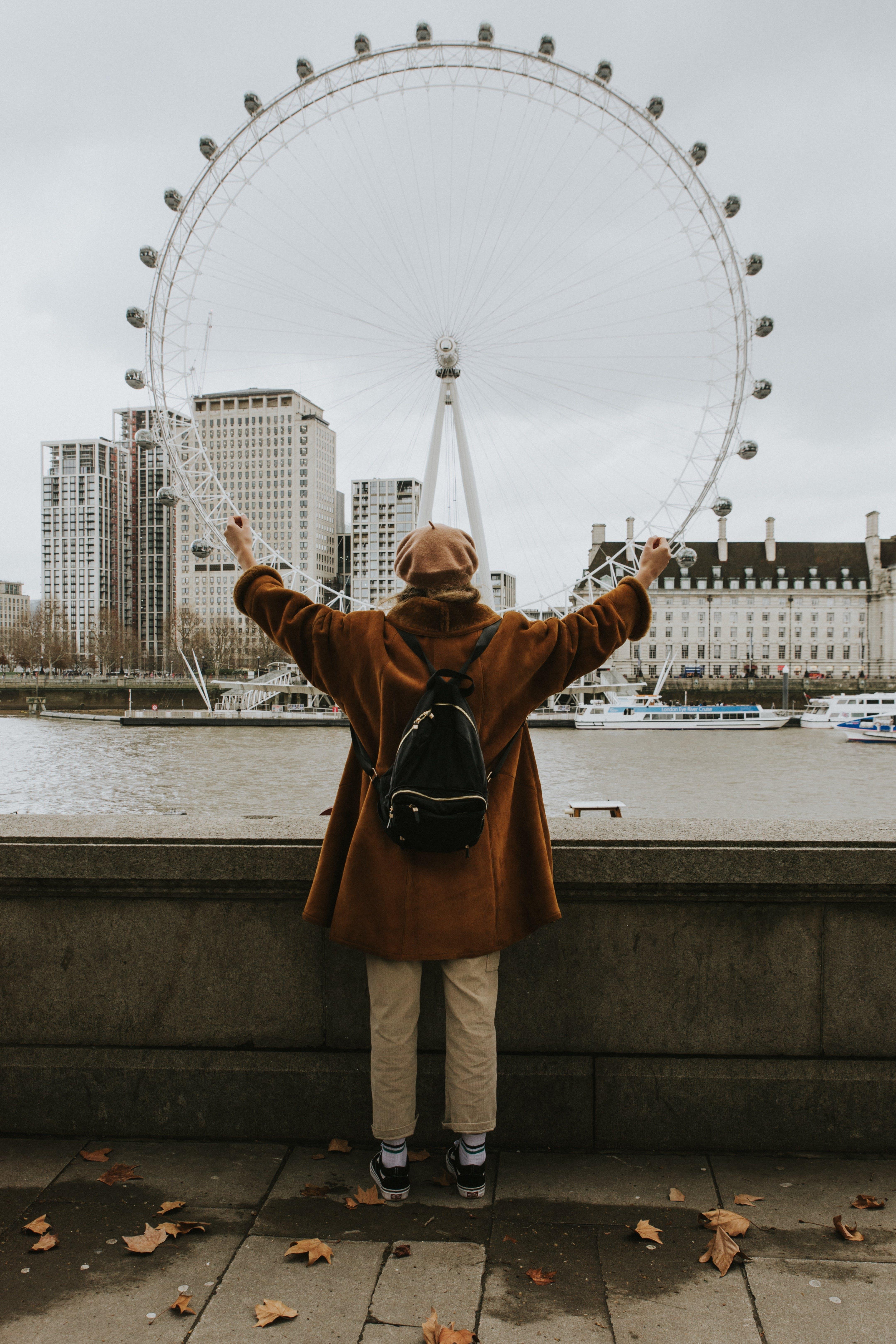 Základová fotografie zdarma na téma architektura, batoh, budovy, cestovní ruch