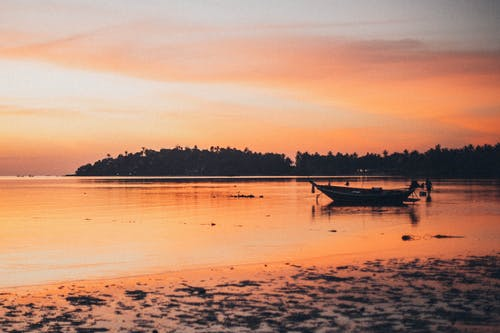 Foto d'estoc gratuïta de alba, capvespre, mar, plàcid