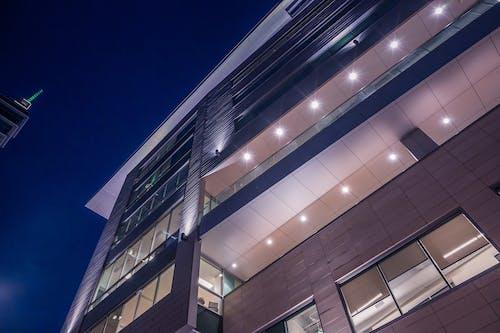 Gratis stockfoto met architectuur, belicht, gebouw, gezichtspunt