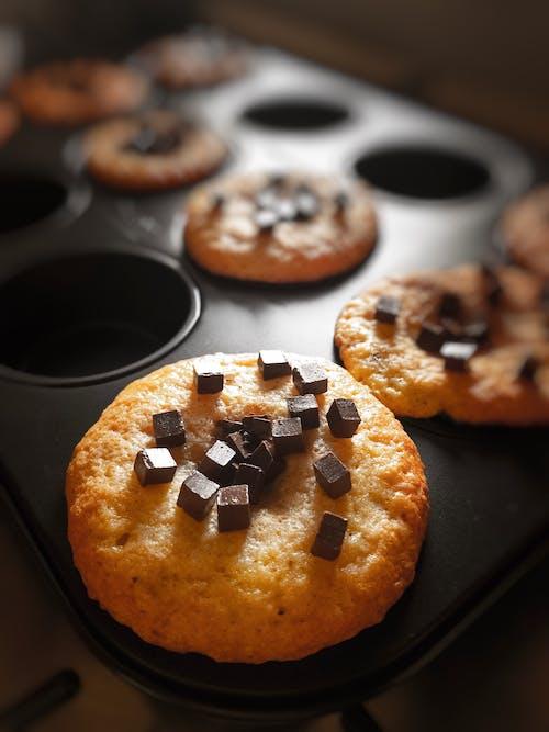 Kostenloses Stock Foto zu backen, bäckerei, braun, cupcakes