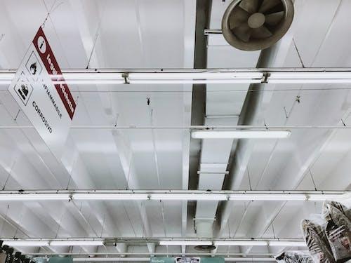 bina, bitik, dar açılı çekim, egzoz içeren Ücretsiz stok fotoğraf
