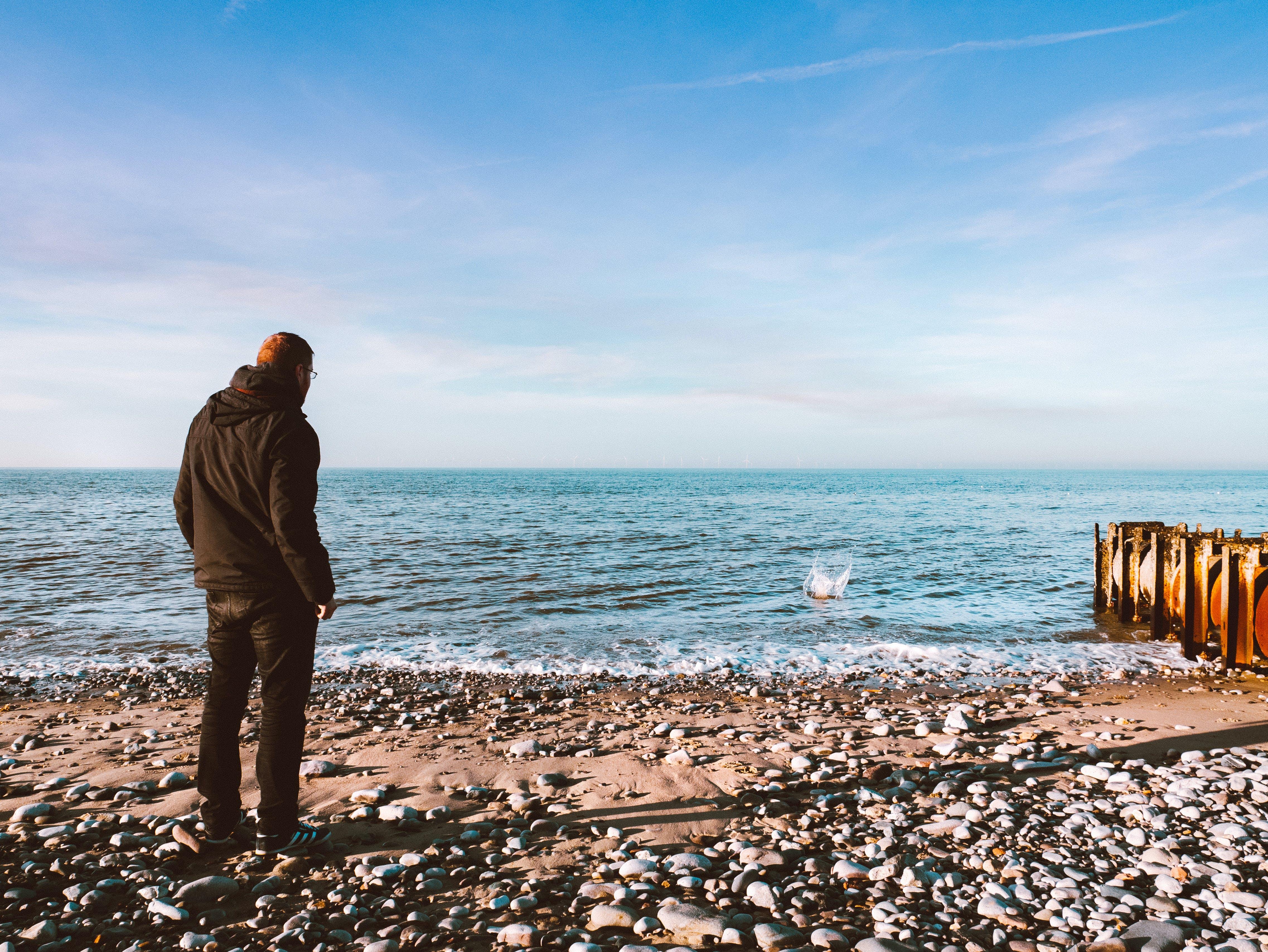 adam, deniz, deniz kıyısı, kişi içeren Ücretsiz stok fotoğraf