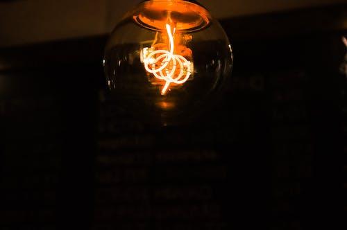 Gratis lagerfoto af belyst, elpære, lys, mørk