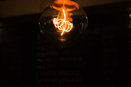 Foto profissional grátis de escuro, lâmpada, leve