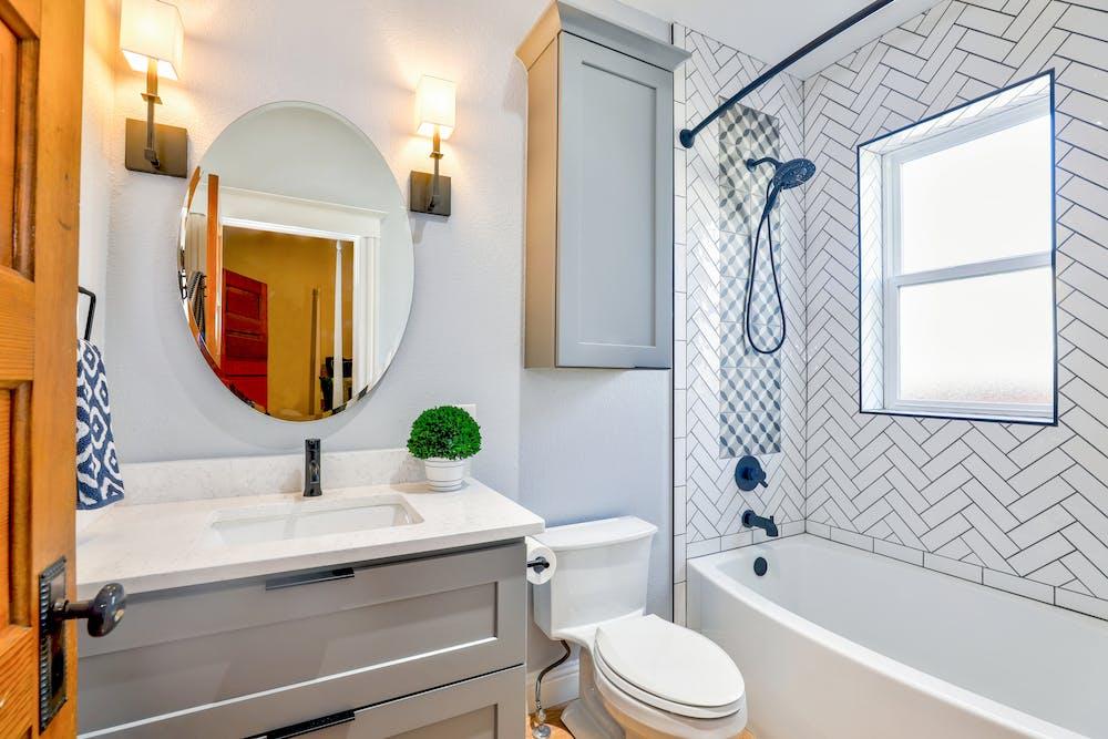 Un baño pequeño. Fuente: Pexels