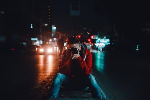Δωρεάν στοκ φωτογραφιών με άνδρας, απόγευμα, αστική ζωή, αυτοκίνητα
