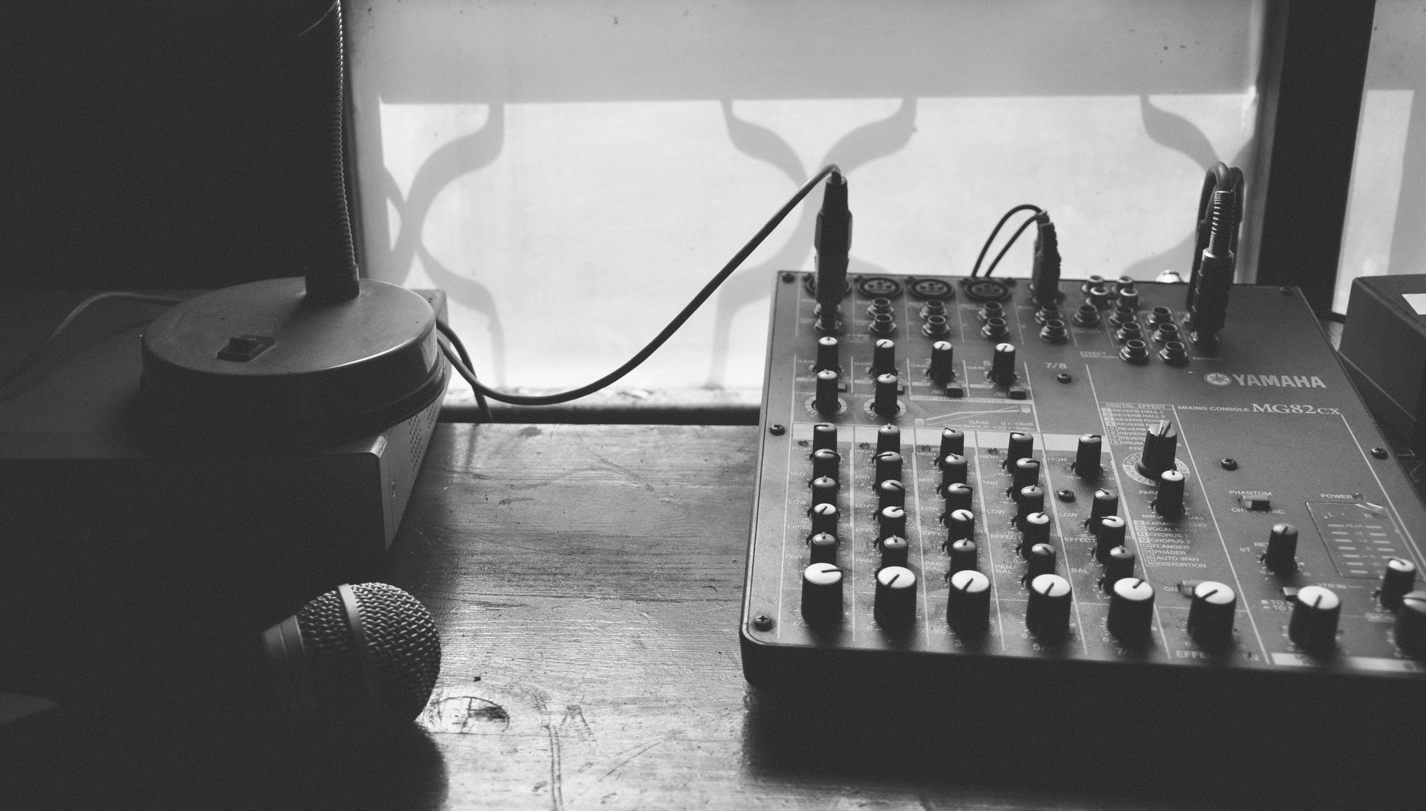 Free stock photo of black and white, dark, microphone, music
