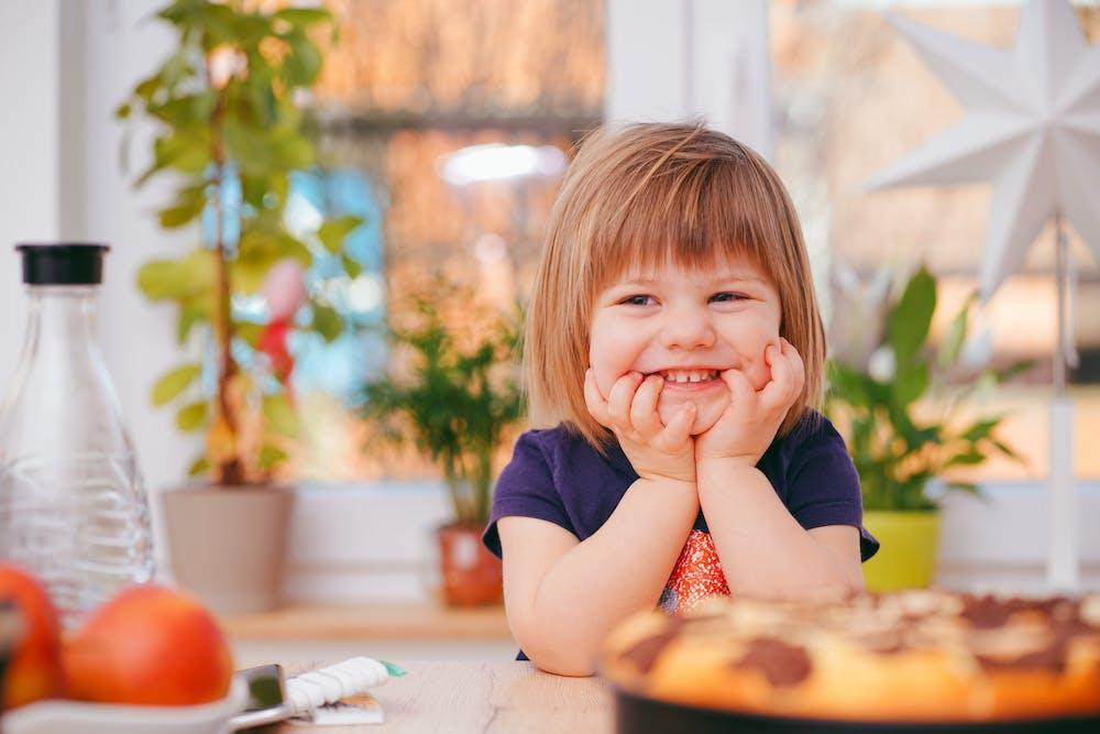Toddler smiling | Photo: Pexels