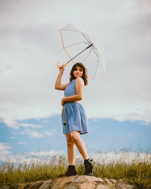 Безкоштовне стокове фото на тему «бриз, вітер, вираз обличчя, вродлива»