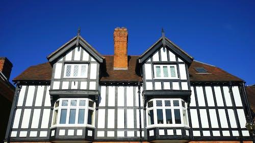 低角度拍攝, 屋頂, 建築物正面, 建築設計 的 免费素材照片