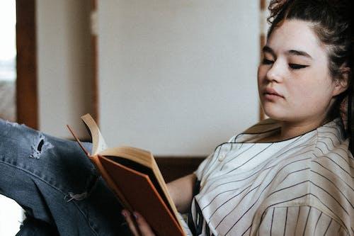 Photos gratuites de beauté, femme, individu, lire