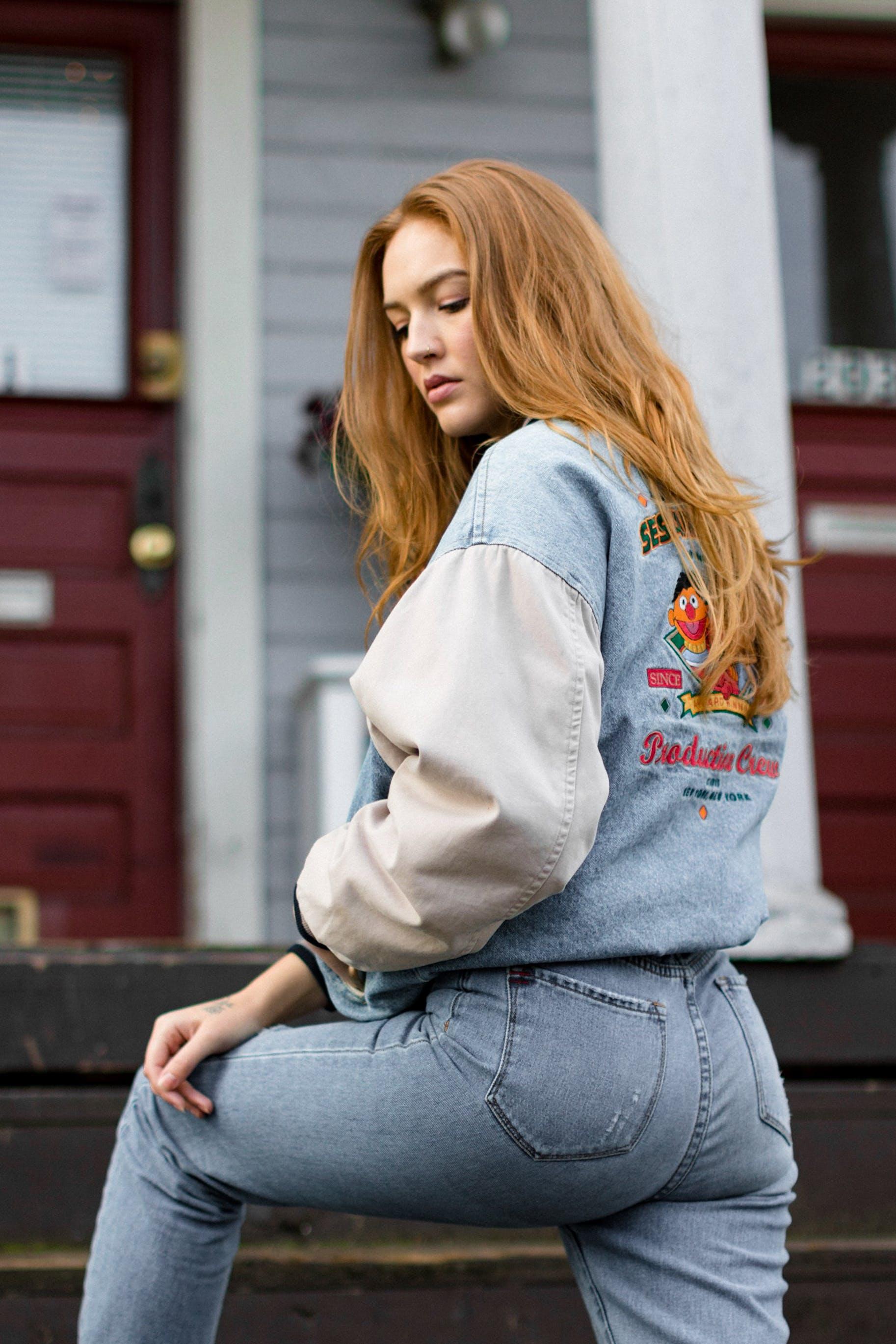 Základová fotografie zdarma na téma bunda, denní světlo, dlouhé vlasy, džínová bunda