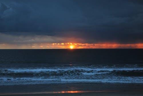 Kostenloses Stock Foto zu sonnenuntergang, strand, sturm