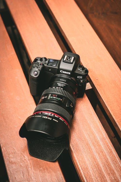 黑色佳能數碼相機