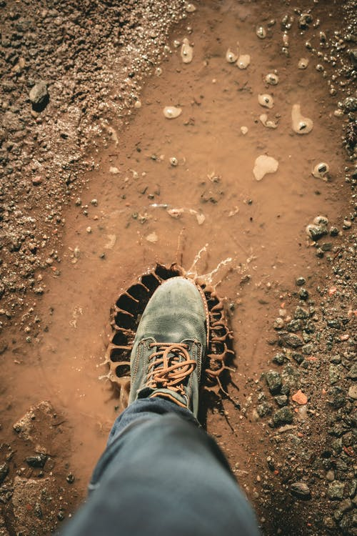 Безкоштовне стокове фото на тему «бруд, взуття, вода, Вулиця»