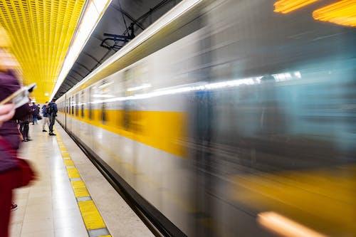 Fotos de stock gratuitas de andén de metro, calle, cámara rápida, céntrico