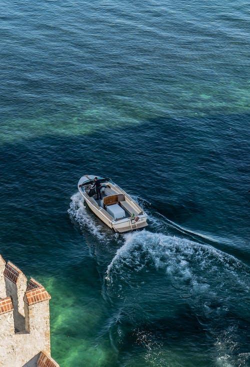 Photos gratuites de bateau, eau, embarcation, faire signe