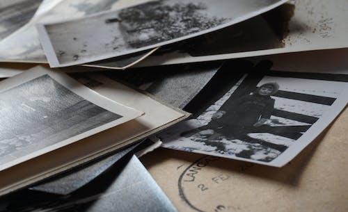 Kostenloses Stock Foto zu altes foto, einfarbig, erinnerungen, fotografie