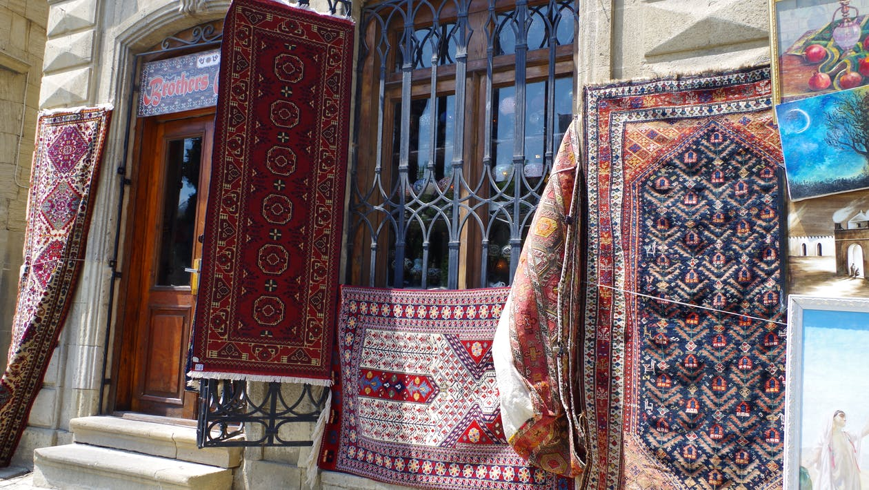 azerbajdžan, baku, červený koberec