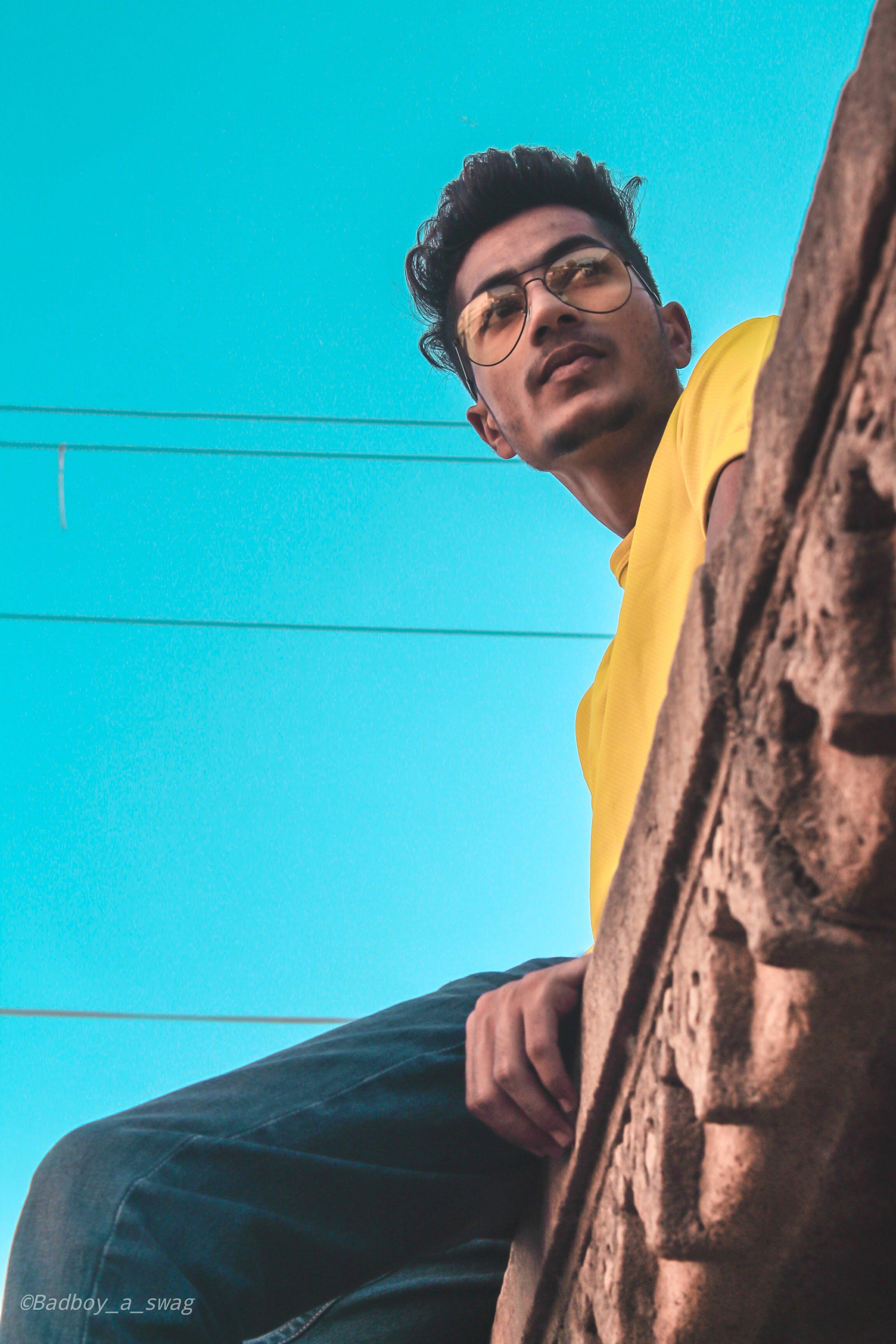 Kostenloses Stock Foto zu aasilschaikh, blauem hintergrund, brillen, bunt