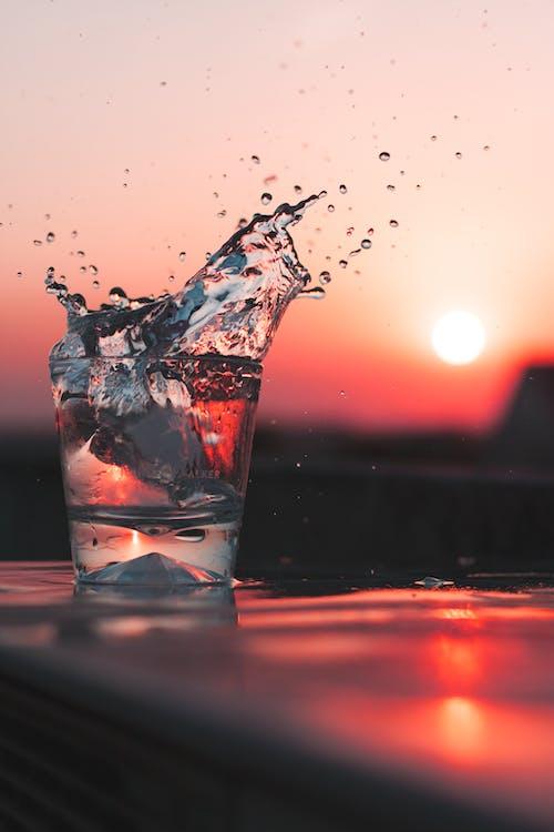 H2O, ICEE, กระจก