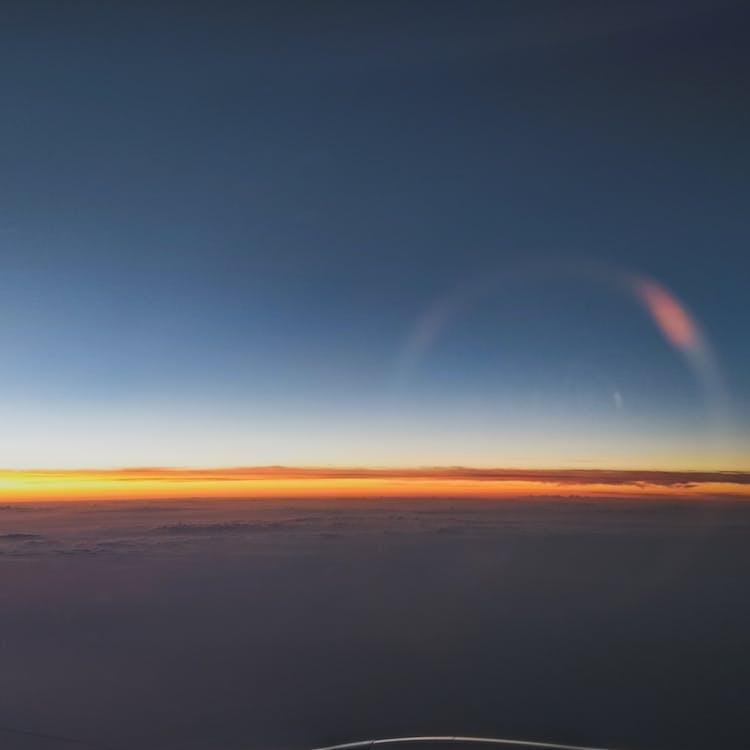 cielo azul, cielo limpio, España