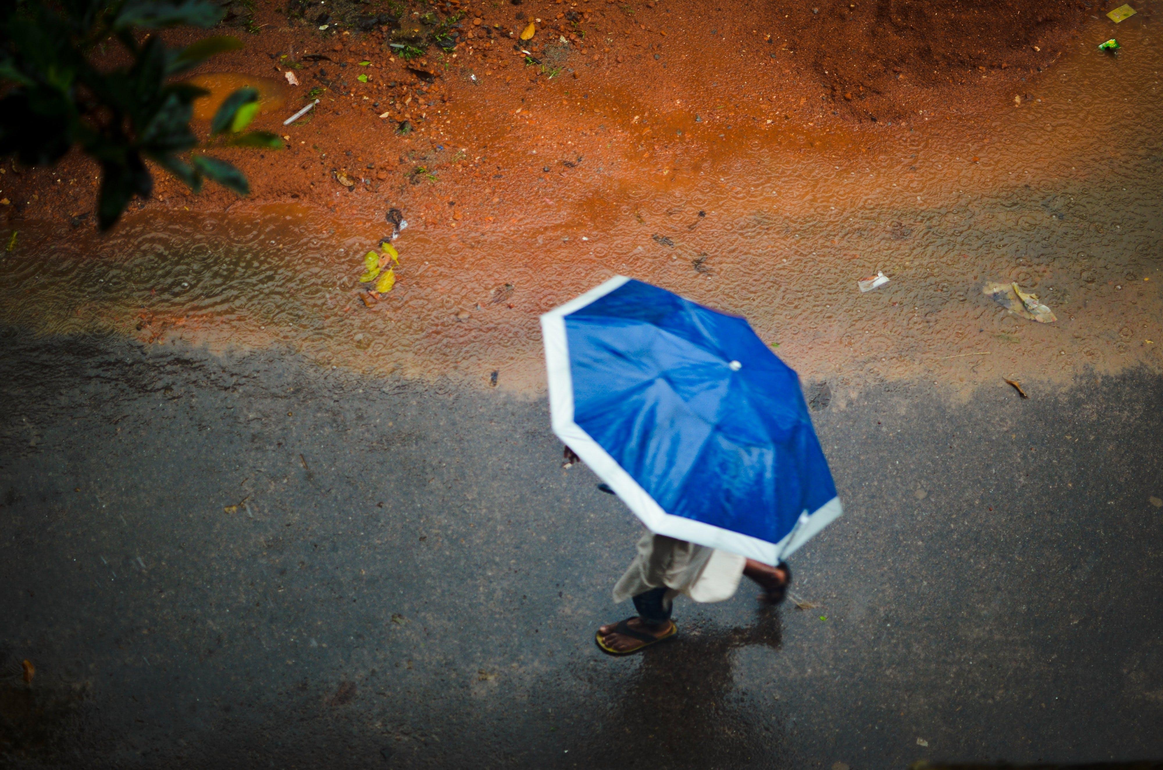 Δωρεάν στοκ φωτογραφιών με βροχερή μέρα, ομπρέλα